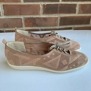 Like new Vintage Selby cut out lace flats